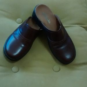 CLARKS BROWN SLIP ON CLOGS